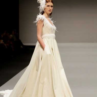 Vestido de novia cuero y plumas